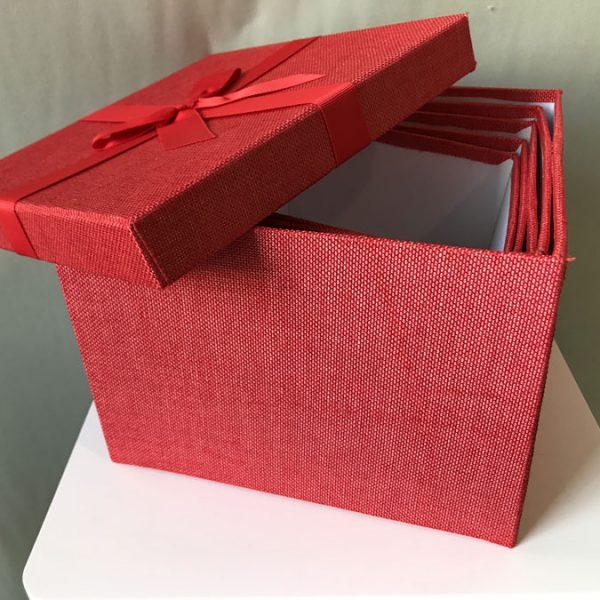 Blocco di 5 scatole multiuso rivestite in stoffa rossa for Scatole rivestite in stoffa tutorial