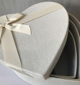 3 Scatole cuore multiuso rivestite in stoffa bianca