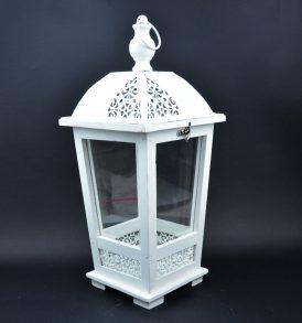 Lanterna in legno bianco e decorazioni in metallo