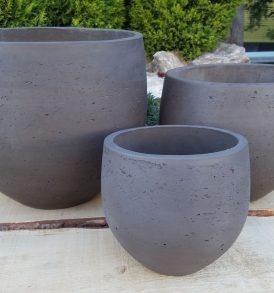Vasi in terracotta grigi per allestimenti