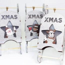 Fuoriporta slitta natalizia in legno con personaggio