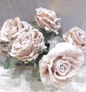 Mazzetto di rose innevate