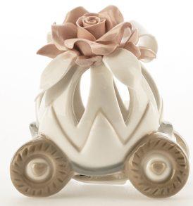 Bomboniera carrozza in porcellana con luce led e rosa in gift
