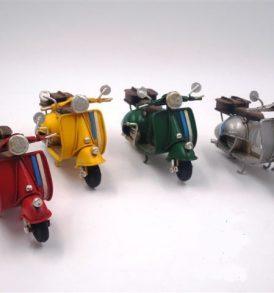 omboniera Collezione OLD STYLE - Soggetto Scooter in Latta Anticata con Bauletto Posteriore Piccola