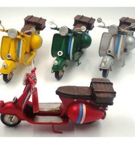 Bomboniera Collezione OLD STYLE - Soggetto Scooter in Latta Anticata con Bauletto Posteriore Media